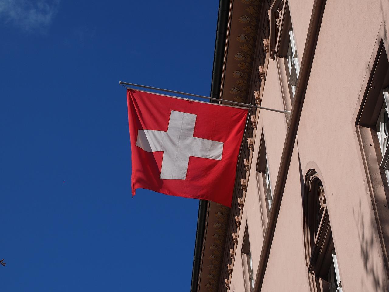 Le variant britannique de la covid-19 a été détecté dans la République et Canton du Jura, en Suisse. Cinq cas ont été recensés actuellement. Les autorités sont très inquiètes.