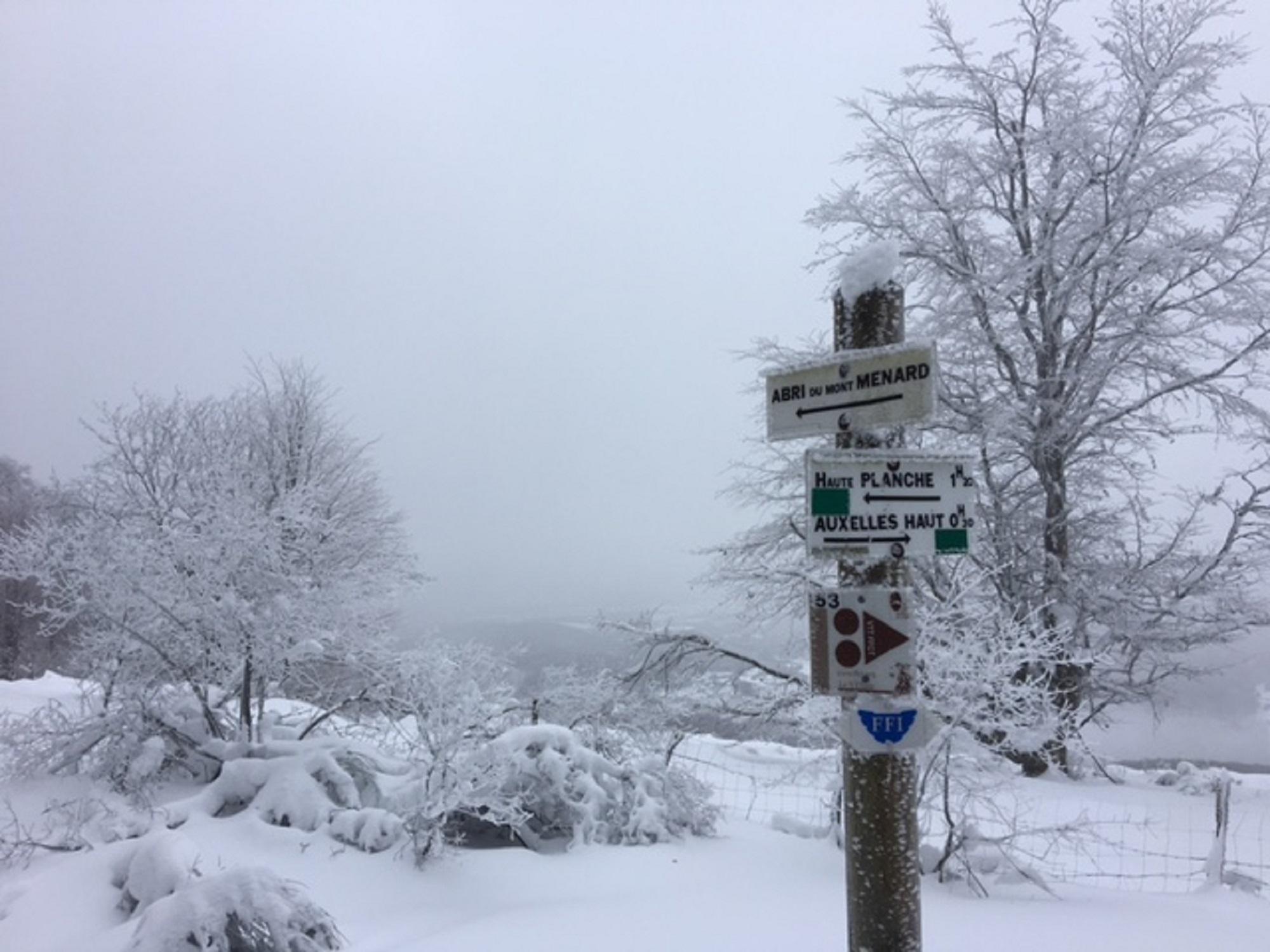 L'enneigement invite aux randonnées à raquettes ou à ski de randonnée, mais en restant prudent.