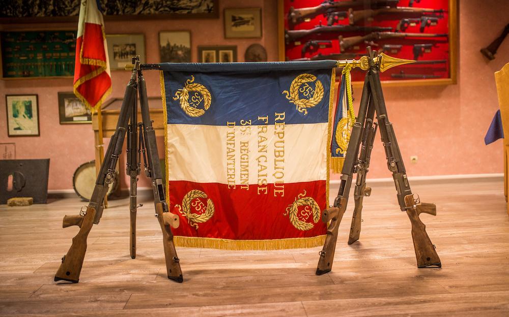 """Le 35e régiment d'infanterie pourra noter sur son drapeau la mention """"Belfort 1870-1871"""" en hommage au siège héroïque de Belfort pendant la guerre contre la Prusse."""