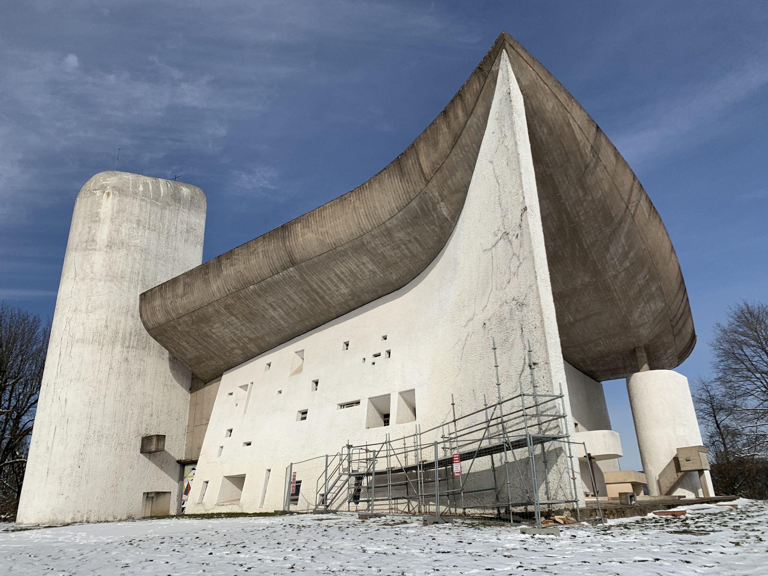 Les travaux de rénovation de la chapelle Le Corbusier, à Ronchamp, débutent.