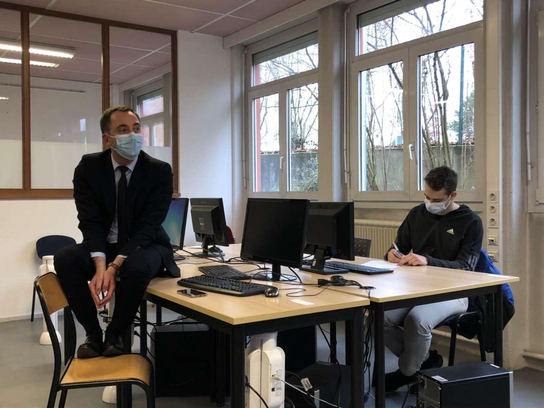 Le préfet Jean-Marie Girier à l'école de la 2è chance