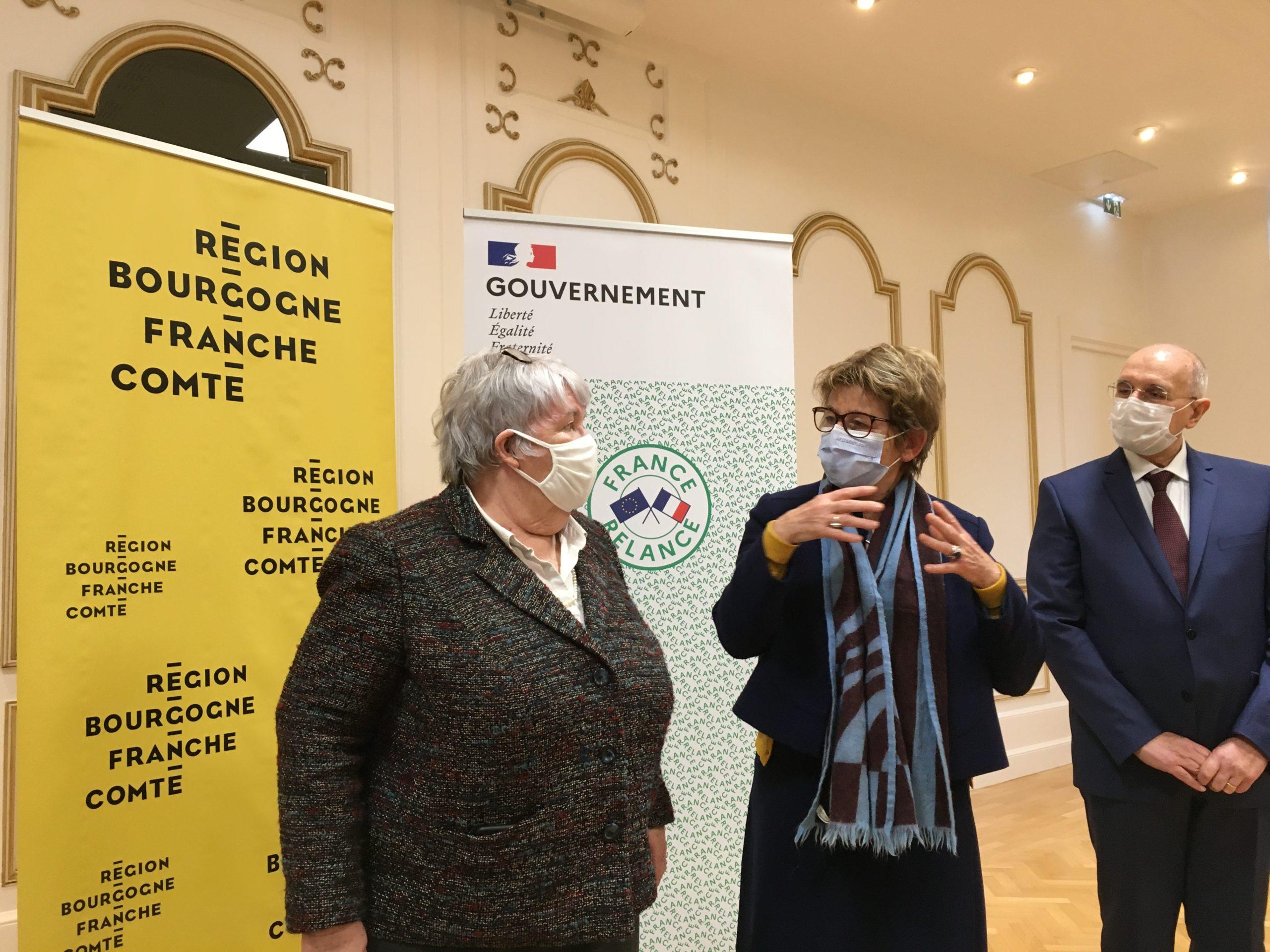 Le préfet de la région Bourgogne-Franche-Comté, Fabien Sudry, et la présidente du conseil régional de Bourgogne-Franche-Comté, Marie-Guite Dufay, ont signé ce vendredi l'accord de relance État-Région et l'accord stratégique du contrat de plan État-Région, pour la période 2021-2027.
