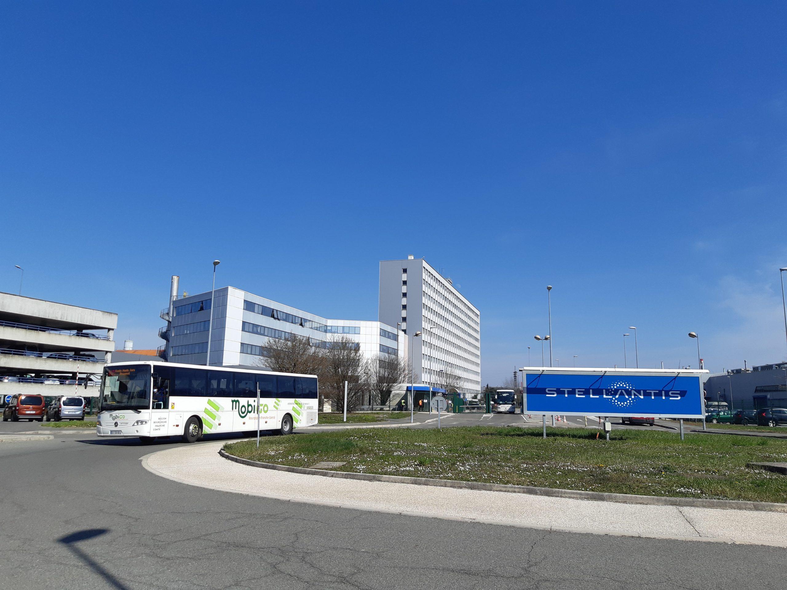 La direction de Stellantis Sochaux va supprimer les transports collectifs dans un avenir proche.