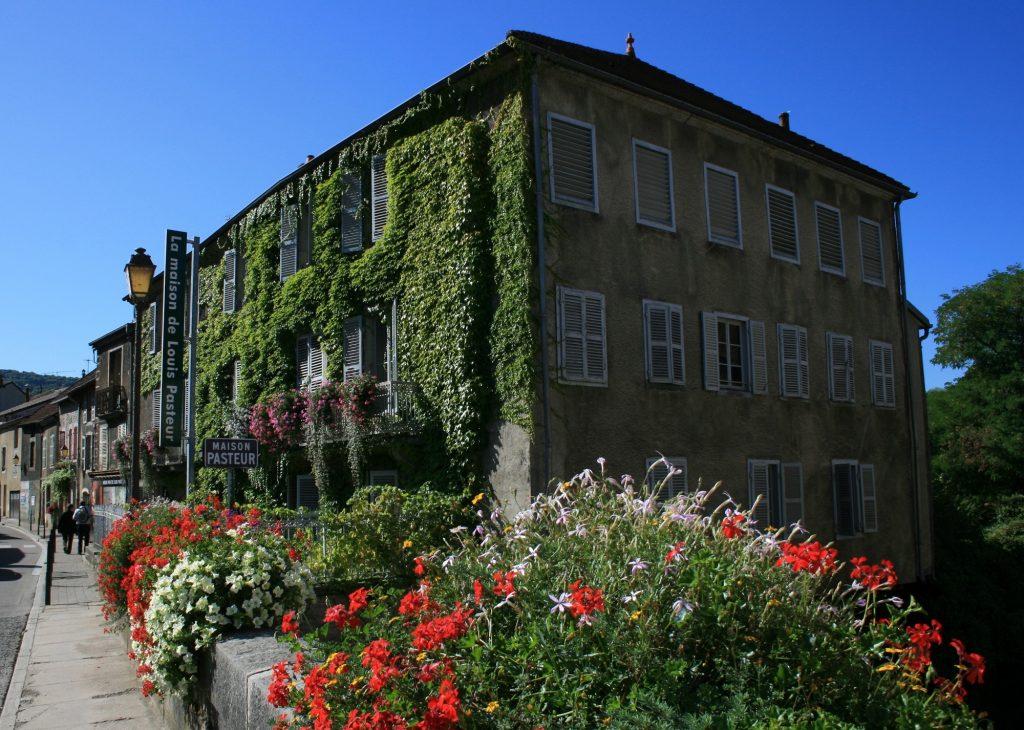 """L'objectif est notamment de rénover les façades extérieures, les huisseries, d'ouvrir au public le deuxième étage où se trouve la bibliothèque de Pasteur. (crédit """"maison de Louis Pasteur Arbois """")"""