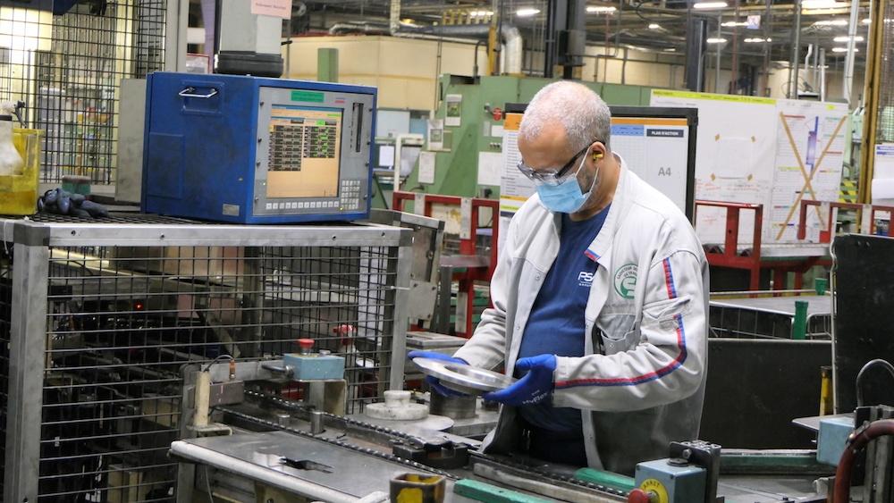 Empêtrée dans des problèmes d'approvisionnement de micro-conducteurs, l'usine Stellantis de Sochaux annule très régulièrement des séances de travail. Et elle demande aux opérateurs de poser des congés lors des prochaines annulation, les 28 et 29 mars
