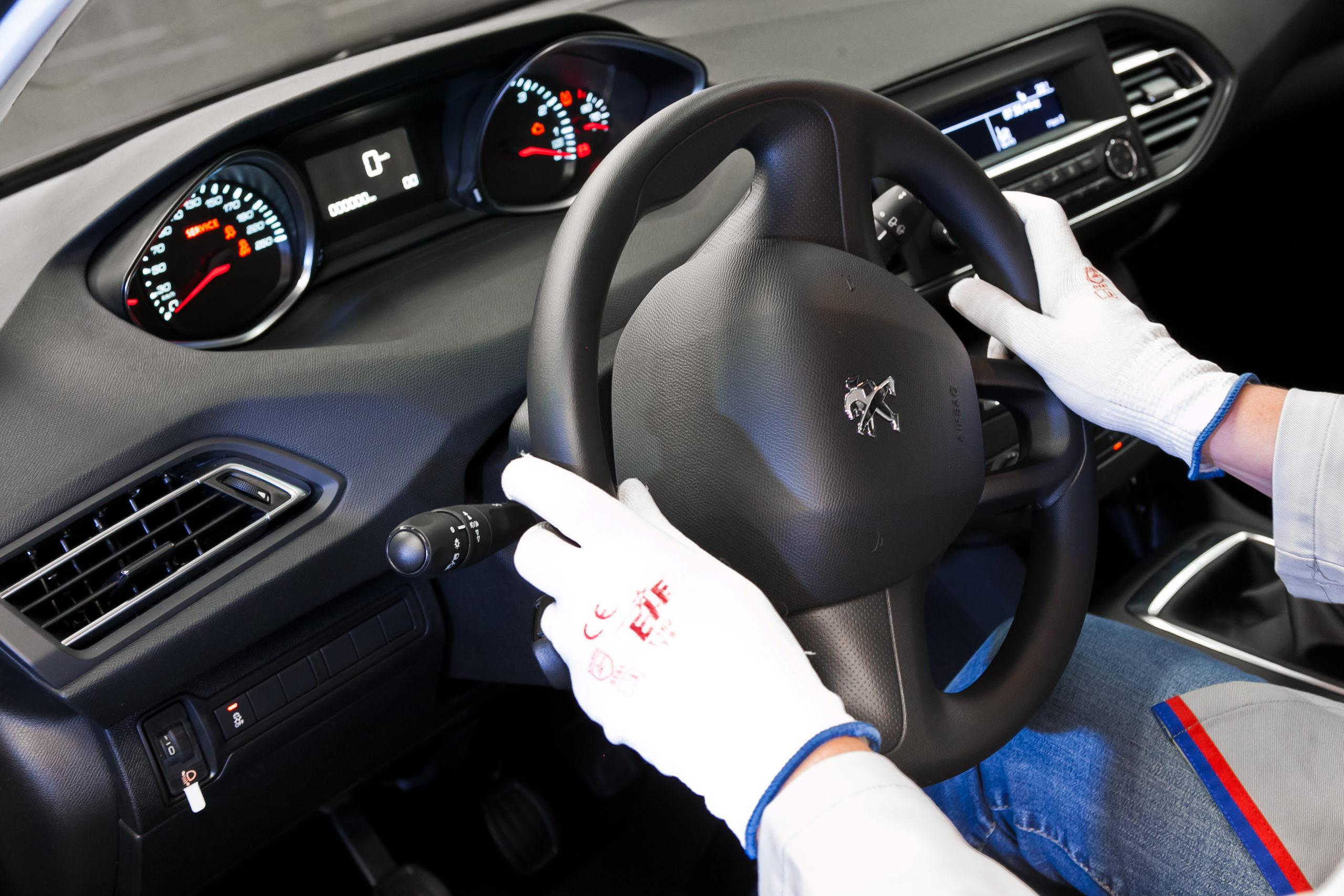 Le marché automobile français pénalisé par la pénurie de composants électroniques