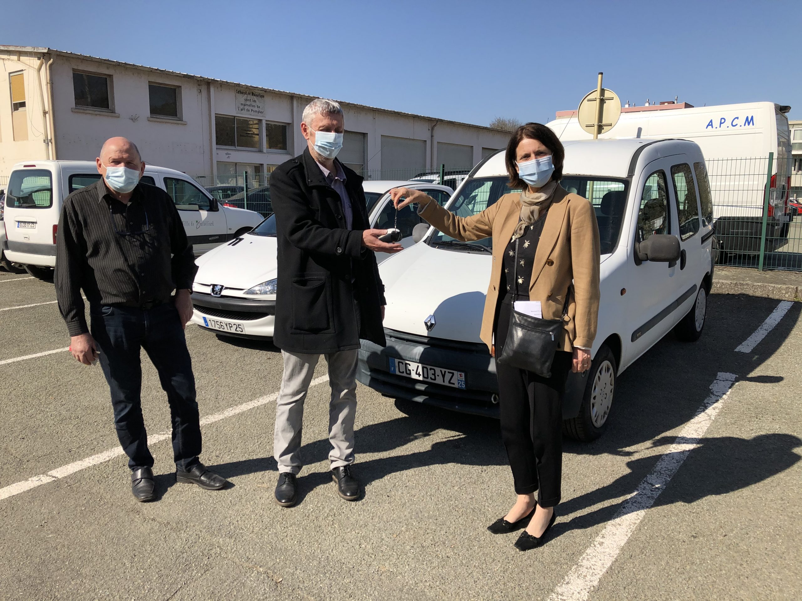 La Ville de Montbéliard a remis les clés, le 31 mars, de deux véhicules à l'association La Roue de secours, un garage solidaire.