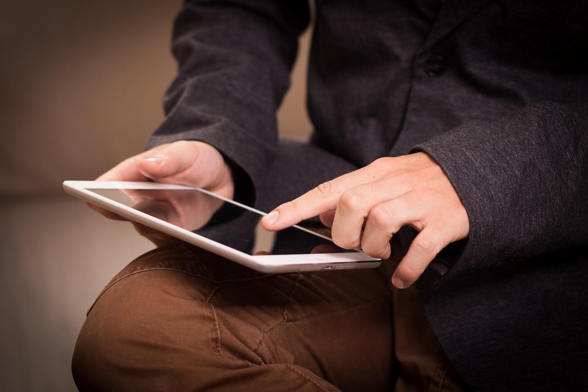 Tablettes pour les collégiens du Doubs (illustration Pixabay - Niek Verlaan de Pixabay)