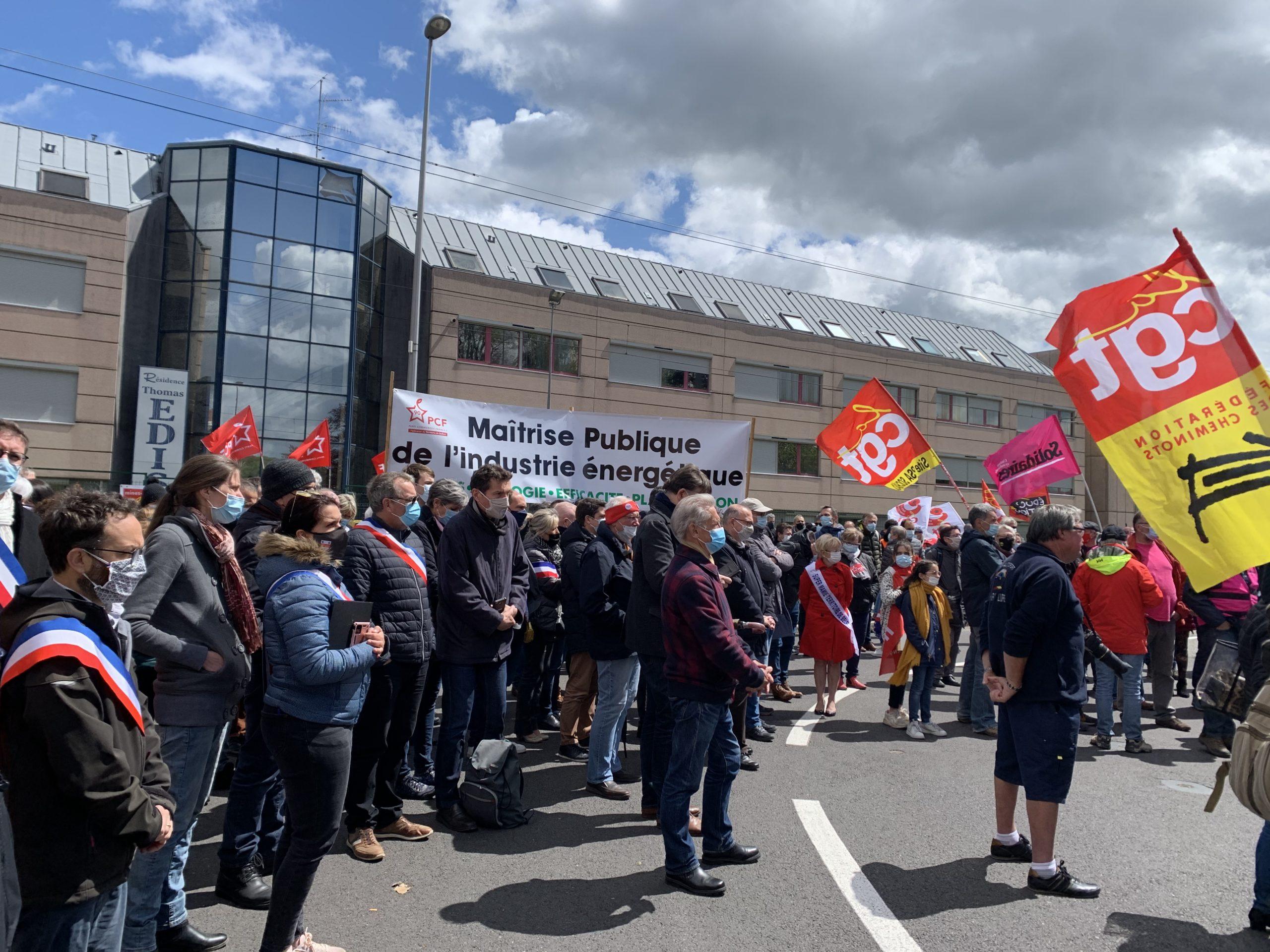 General Electric :  300 personnes soutiennent le piquet de grève