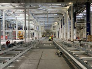 La future ligne de montage de l'usine Stellantis de Sochaux, en cours d'installation, en juillet 2021.