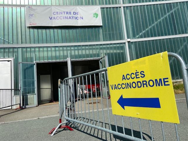 Le centre de vaccination du gymnase Le Phare, à Belfort.